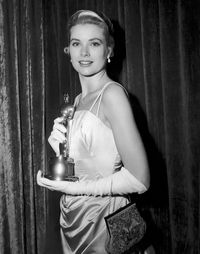 Grace-kelly-oscar1