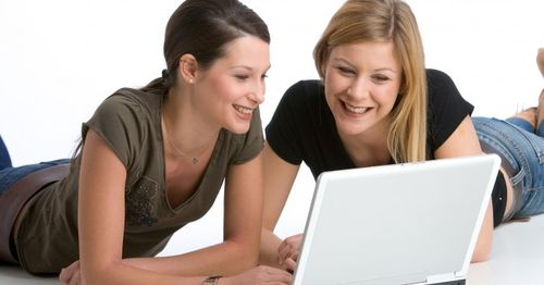 Girls_friends_computer_laptop_notebook