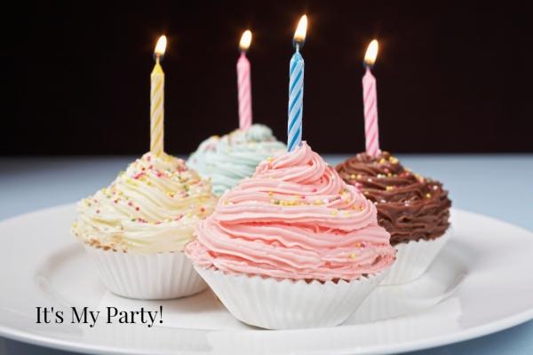 1903887 Birthday Cupcakes